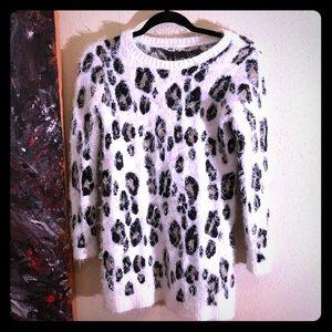 👠NEW ITEM👠EUC 90s unique fuzzy leopard sweater